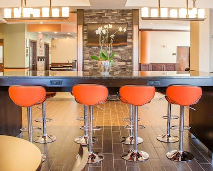 Breakfast bar | Comfort Inn & Suites