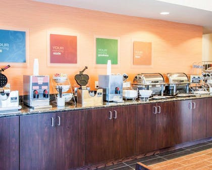 Free breakfast with waffles | Comfort Inn & Suites