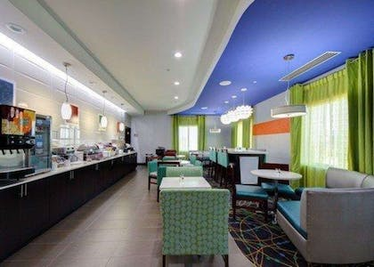 Enjoy breakfast in this seating area | Comfort Inn & Suites Tulsa I-44 West - Rt 66