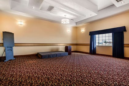 Large space for receptions, parties, anniversaries, and business | Quality Inn & Suites Owasso US-169