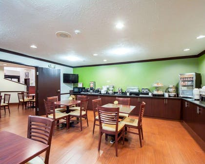 Spacious breakfast area | Sleep Inn & Suites Edmond near University