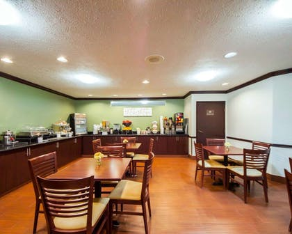 Breakfast room | Sleep Inn & Suites Edmond near University
