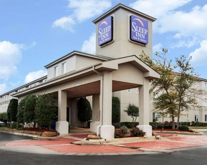 Hotel entrance | Sleep Inn & Suites Edmond near University