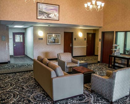 Lobby with sitting area | Comfort Suites Southwest