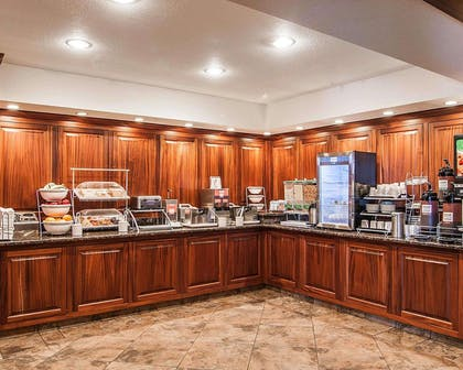 Hot and cold breakfast buffet | Comfort Suites