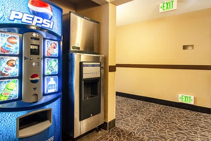 Hotel vending area | Comfort Suites Columbia River