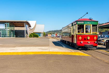 Public trolley | Comfort Suites Columbia River