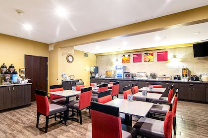 Spacious breakfast area | Comfort Suites Columbia River
