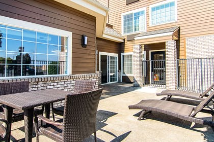 Relax on the patio | Comfort Suites Columbia River
