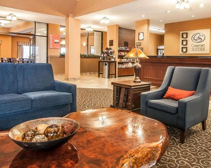 Lobby with sitting area | Comfort Suites Redmond Airport