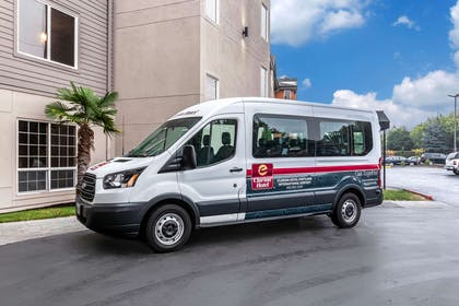 Hotel shuttle | Clarion Hotel Portland Airport