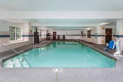 Indoor pool with hot tub | Clarion Hotel Portland Airport