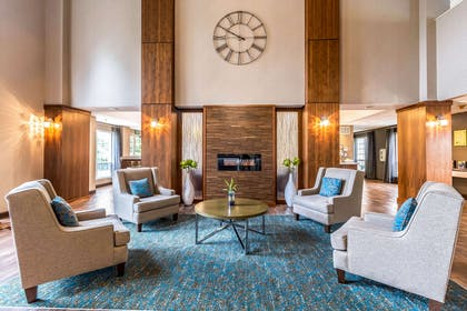 Lobby with sitting area | Clarion Hotel Portland Airport