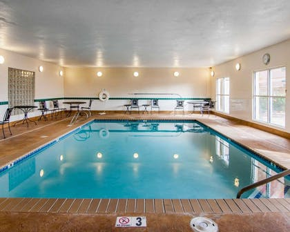 Indoor pool with hot tub | Comfort Inn South