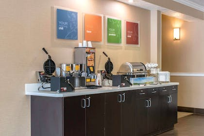 Enjoy a hot breakfast | Comfort Suites Scranton near Montage Mountain