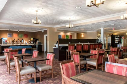 Breakfast area | Comfort Suites Scranton near Montage Mountain