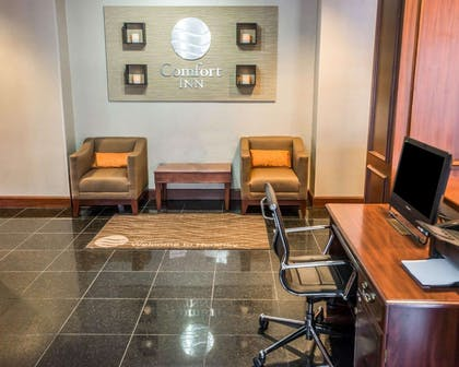 Lobby with sitting area | Comfort Inn at the Park