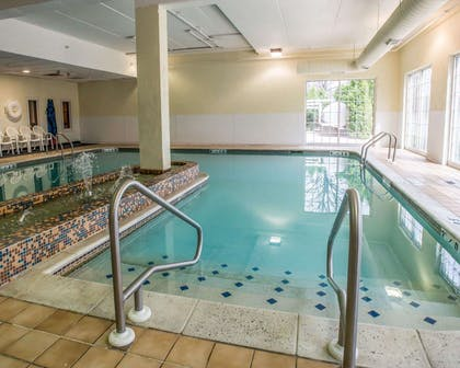 Indoor pool | Comfort Inn at the Park