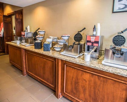 Free breakfast with waffles | Comfort Inn at the Park