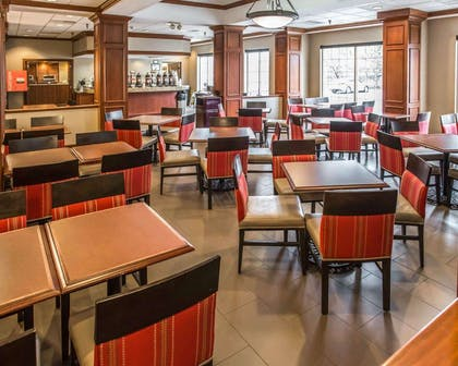 Enjoy breakfast in this seating area | Comfort Inn at the Park