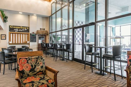Enjoy breakfast in the seating area | Quality Inn & Suites