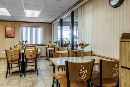 Enjoy breakfast in this seating area | Econo Lodge Arena Wilkes Barre