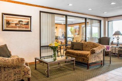 Lobby with sitting area | Econo Lodge Arena Wilkes Barre
