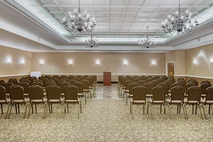 Meeting room | Comfort Suites Bethlehem Near Lehigh University and LVI Airport