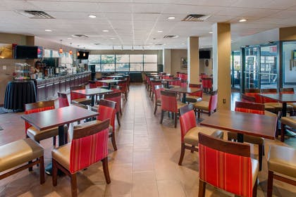 Breakfast area | Comfort Suites Bethlehem Near Lehigh University and LVI Airport