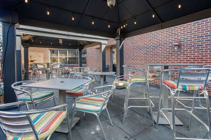 Hotel patio | Comfort Suites Bethlehem Near Lehigh University and LVI Airport