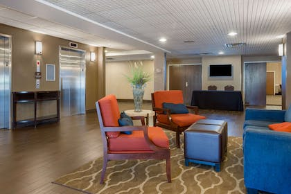 Hotel lobby | Comfort Suites Bethlehem Near Lehigh University and LVI Airport