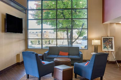 Lobby with sitting area | Comfort Suites Bethlehem Near Lehigh University and LVI Airport