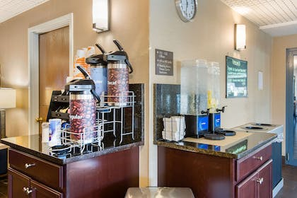 Enjoy coffee in the lobby | Comfort Suites Bethlehem Near Lehigh University and LVI Airport