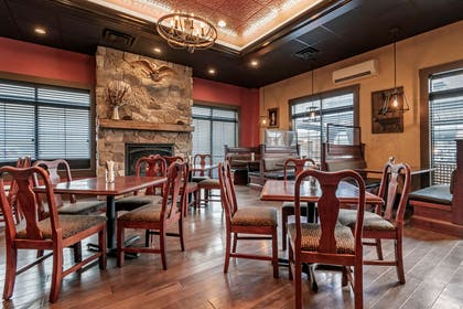 Dining room | Comfort Suites Downtown Carlisle