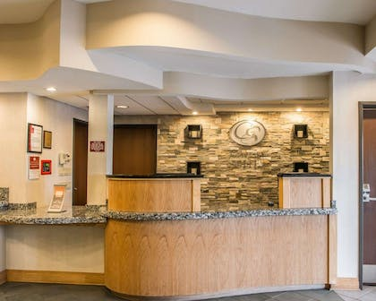 Front desk with friendly staff | Comfort Suites Monroeville
