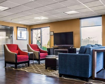 Spacious lobby with sitting area | Quality Inn & Suites NJ State Capital Area