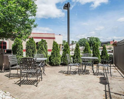 Pool patio area | Quality Inn & Suites NJ State Capital Area