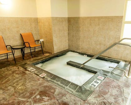 Indoor pool with hot tub | Comfort Suites