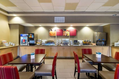 Breakfast area | Comfort Suites Near Gettysburg Battlefield Visitor Center