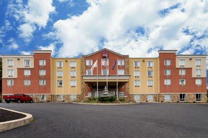 Hotel exterior | Comfort Suites Near Gettysburg Battlefield Visitor Center