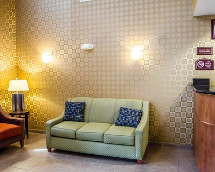 Lobby with sitting area | Comfort Suites Hummelstown - Hershey