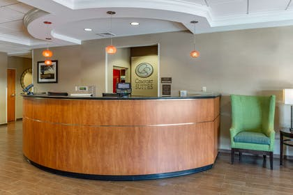 Front desk   Comfort Suites Amish Country