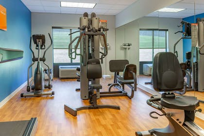 Fitness center   Comfort Suites Amish Country