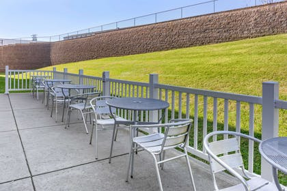 Hotel patio   Comfort Suites Amish Country