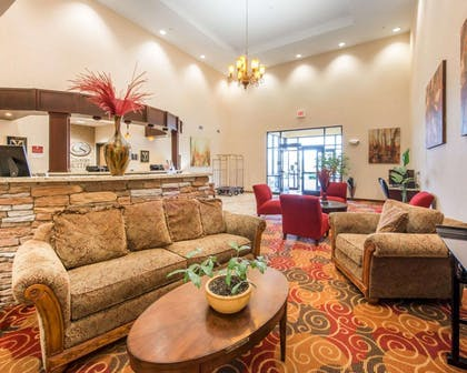 Spacious lobby with sitting area | Comfort Suites Altoona