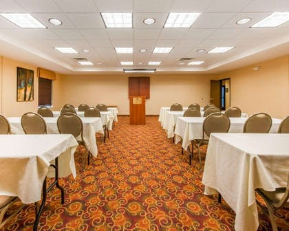 Meeting room with classroom-style setup | Comfort Suites Altoona