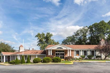 Hotel exterior | Quality Inn & Suites Conference Center