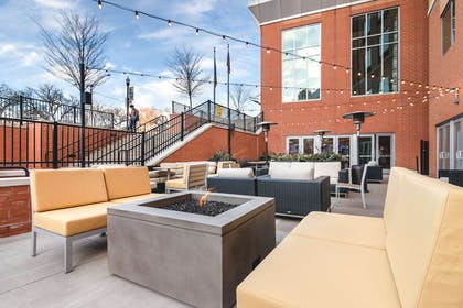 Hotel patio | Cambria Hotel Pittsburgh - Downtown