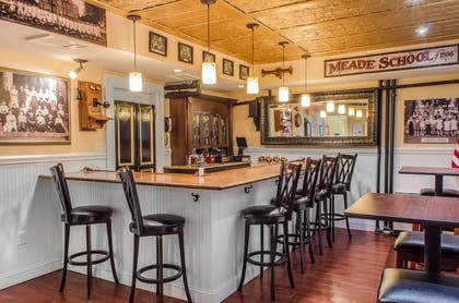 Hotel bar | Federal Pointe Inn, an Ascend Hotel Collection Member