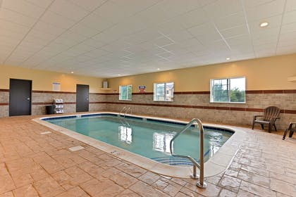 Indoor pool | Comfort Inn & Suites Manheim - Lebanon